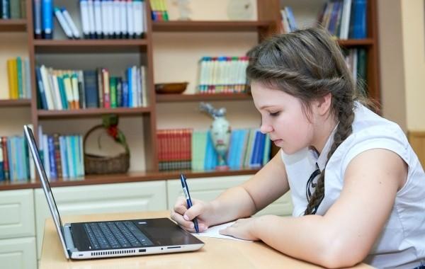 Названо число школ, которые были переведены на дистанционное обучение