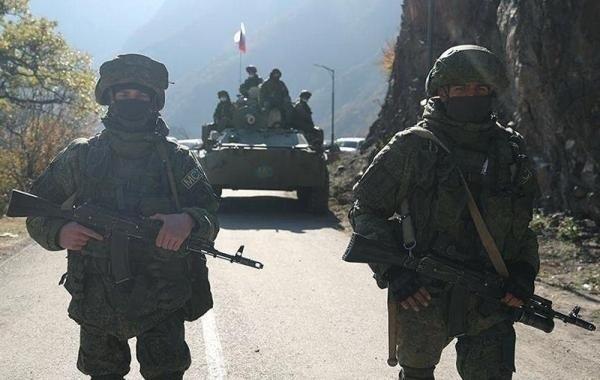 Российские миротворцы в Карабахе окружили атаковавшую их вооруженную группу