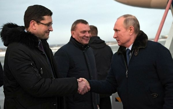 В Кремле объяснили отсутствие маски и перчаток у Путина
