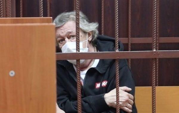 Михаил Ефремов хотел скрыться за границей после ДТП