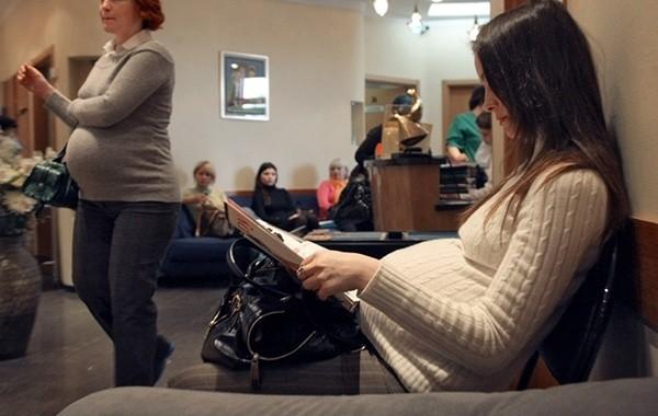 В России беременным женщинам предложили выплачивать по 20 тысяч рублей