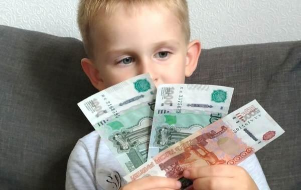 Россиянам разъяснили, как оформить перерасчет выплат на детей по новым правилам
