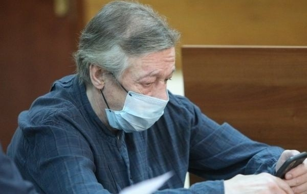 Состояние здоровья Михаила Ефремова периодически ухудшается в колонии