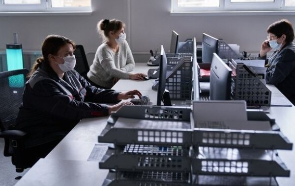 Россияне пытаются понять законность отстранения от работы непривитых работников не подтверждена
