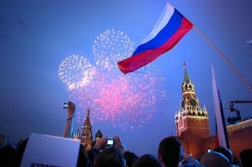 Салют на День России в Москве: во сколько запустят 12 июня 2021 года, с каких площадок лучше всего смотреть
