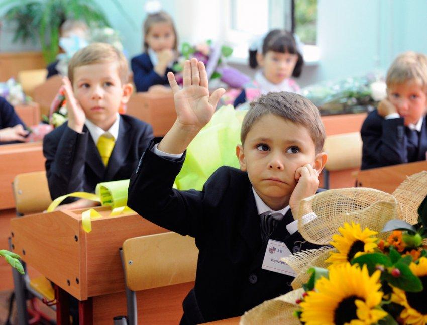 Путин ввел единовременные выплаты на школьников в размере 10 тысяч рублей