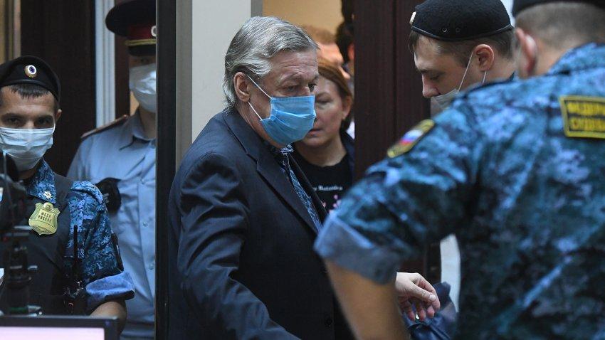 Актер Михаил Ефремов подал кассационную жалобу, в которой просит о смягчении приговора