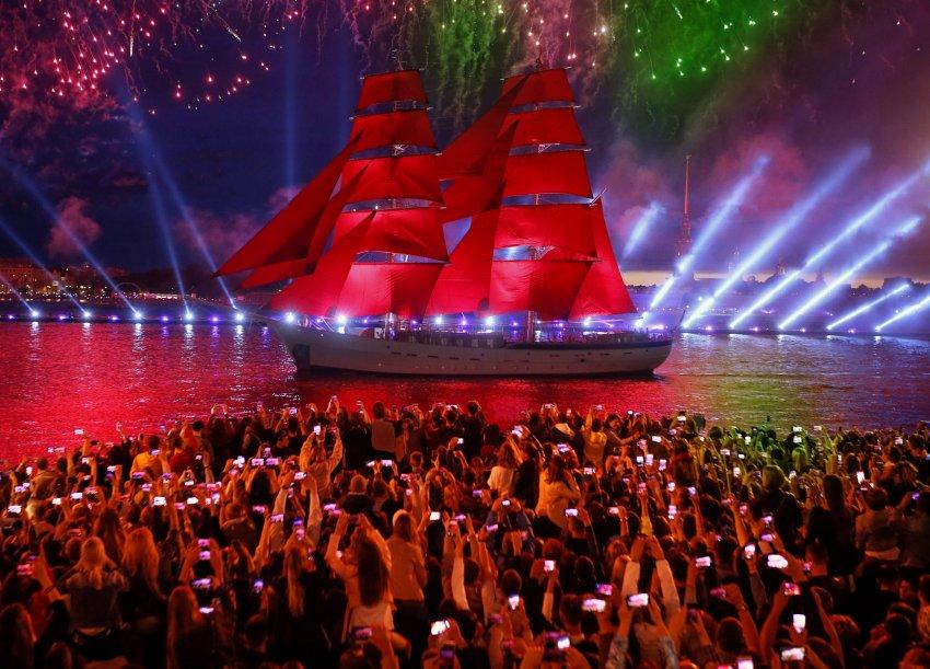 Где и когда смотреть трансляцию праздника выпускников «Алые паруса» в СПБ
