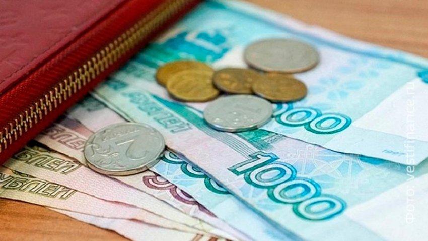 Путин поручил правительству выплатить семьям с детьми по 10 тысяч рублей