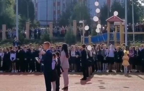 Школьная линейка в гимназии № 175 Казани началась с минуты молчания в память о погибших