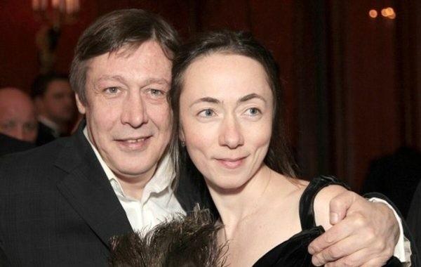 Жена Михаила Ефремова пожаловалась на сложную жизнь