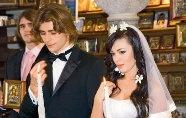 Анастасия Заворотнюк с мужем празднуют годовщину свадьбы